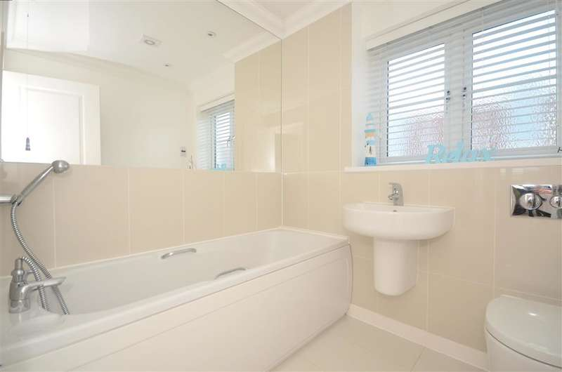 3 Bedrooms End Of Terrace House for sale in Lewis Road, Hawkinge, Folkestone, Kent