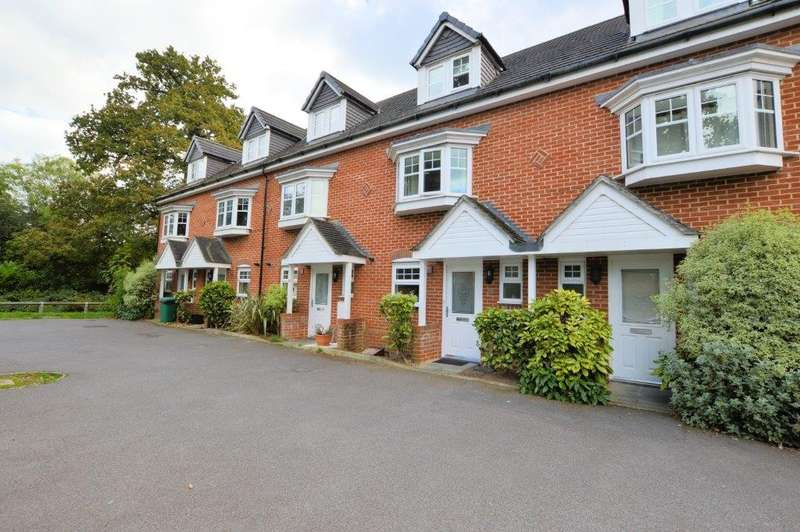 3 Bedrooms Town House for sale in Rossby, Shinfield, Reading, RG2