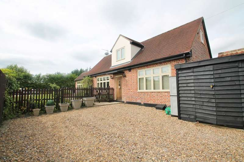 3 Bedrooms Detached House for sale in The Coach House, Epping, CM16 7PG