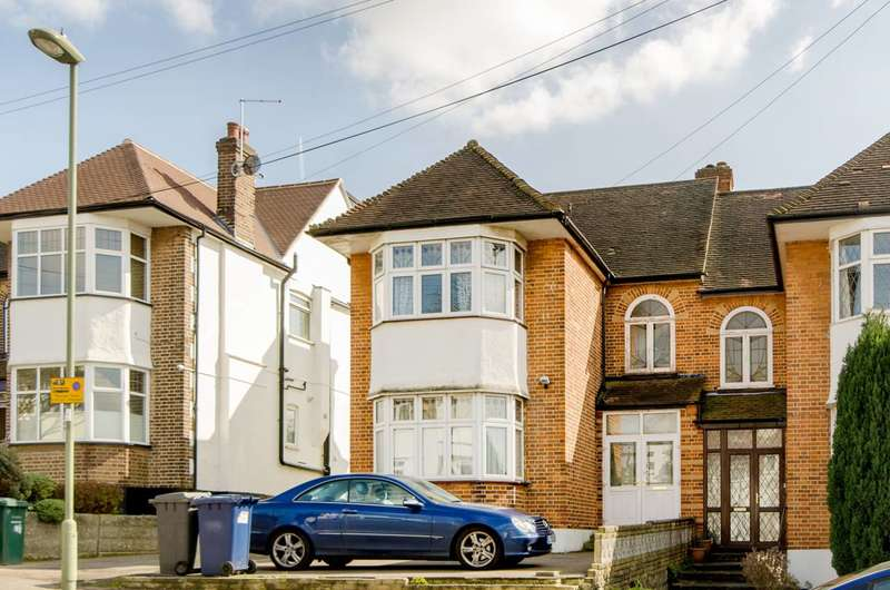 4 Bedrooms Semi Detached House for sale in Shamrock Way, Southgate, N14