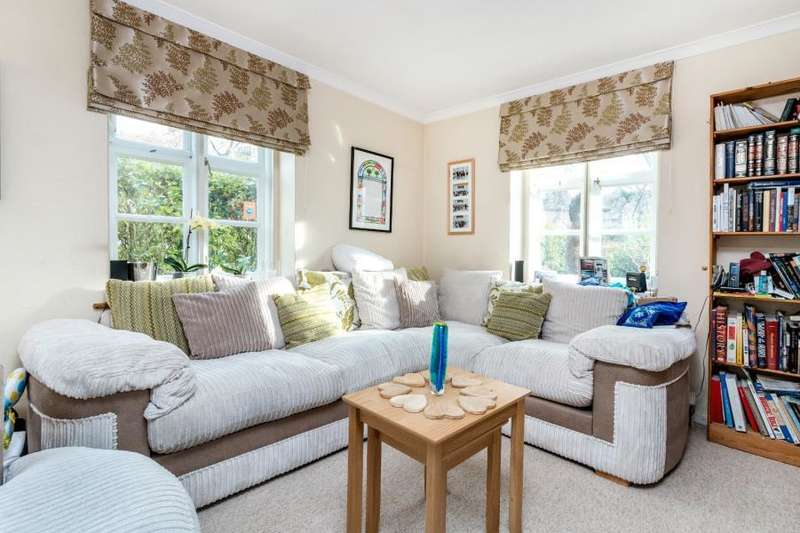 4 Bedrooms House for sale in Hogarth Hill,NW11