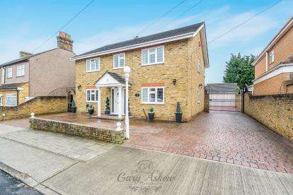 4 Bedrooms Detached House for sale in The Mawneys, Romford, Essex