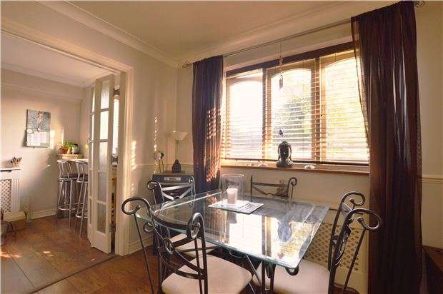 1 Bedroom Flat for sale in Frenches Court, REDHILL, RH1 2HD