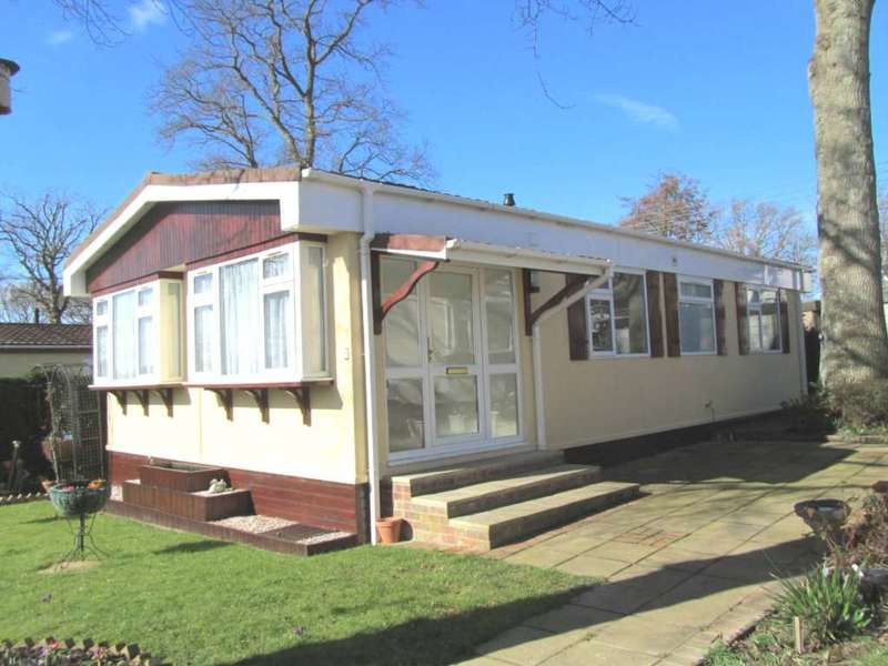 2 Bedrooms Park Home Mobile Home for sale in Beech Avenue, Golden Cross