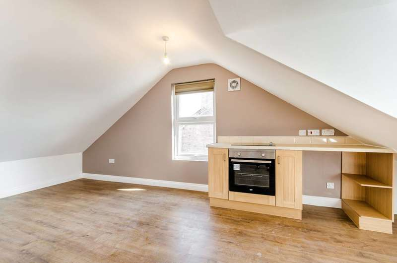 Studio Flat for sale in Lower Road, Sutton, SM1