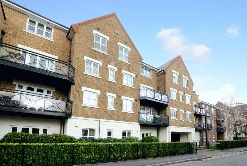 2 Bedrooms Flat for sale in Wharf Lane, Rickmansworth, WD3 1AZ