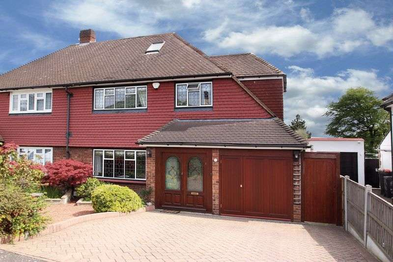 4 Bedrooms Semi Detached House for sale in Millwell Crescent, Chigwell