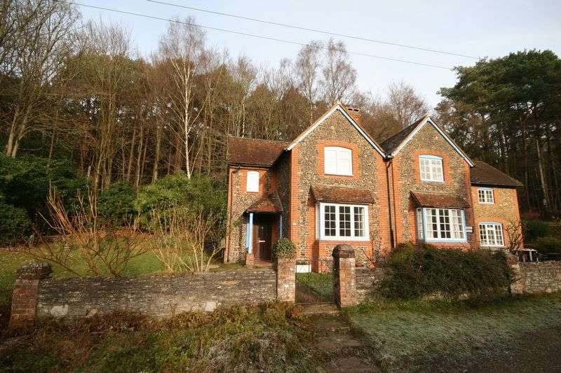 2 Bedrooms Semi Detached House for sale in Tilford, Farnham