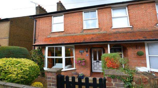 3 Bedrooms Semi Detached House for sale in Lansdown Road, Chalfont St. Peter, Gerrards Cross