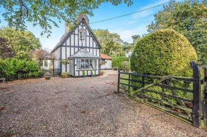 3 Bedrooms Detached House for sale in Alburgh, Harleston, Norfolk
