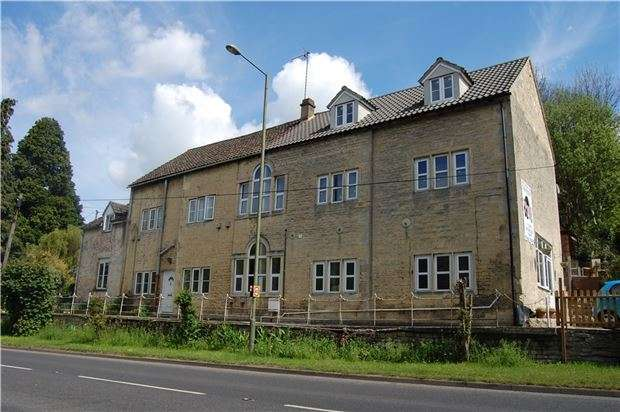 2 Bedrooms Flat for sale in Flat 1, Woodchester Garage, Woodchester, Gloucestershire, GL5 5NE