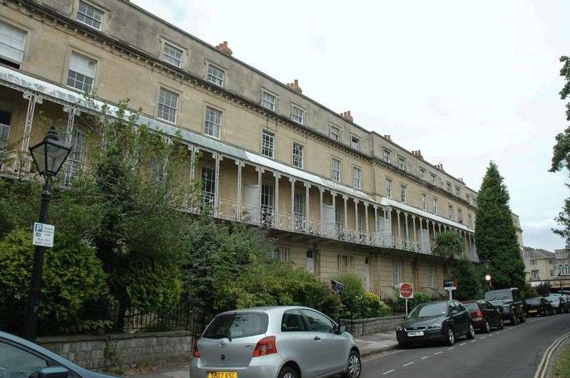 2 Bedrooms Flat for rent in Garden Flat, South Parade, BS8 2BA
