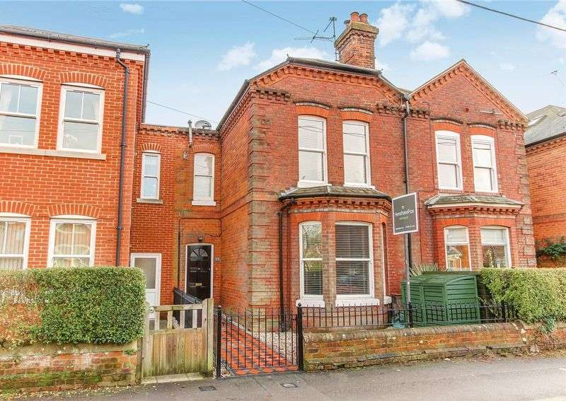 3 Bedrooms Terraced House for sale in Station Road, Central Romsey, Hampshire
