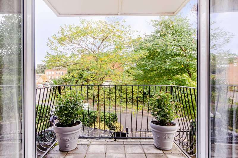 2 Bedrooms Flat for sale in The Downs, Wimbledon, SW20