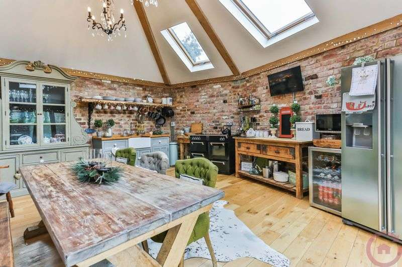 3 Bedrooms Semi Detached House for sale in Wainlode Hill, Gloucester