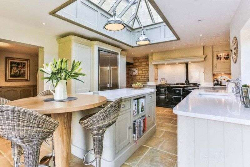 5 Bedrooms Detached House for sale in The Burgage, Cheltenham