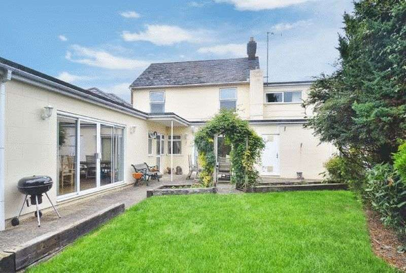 4 Bedrooms Detached House for sale in Lacey Green