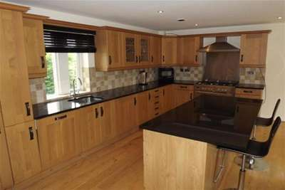3 Bedrooms House for rent in Herewards Road, Oakes Park, S14 1DL