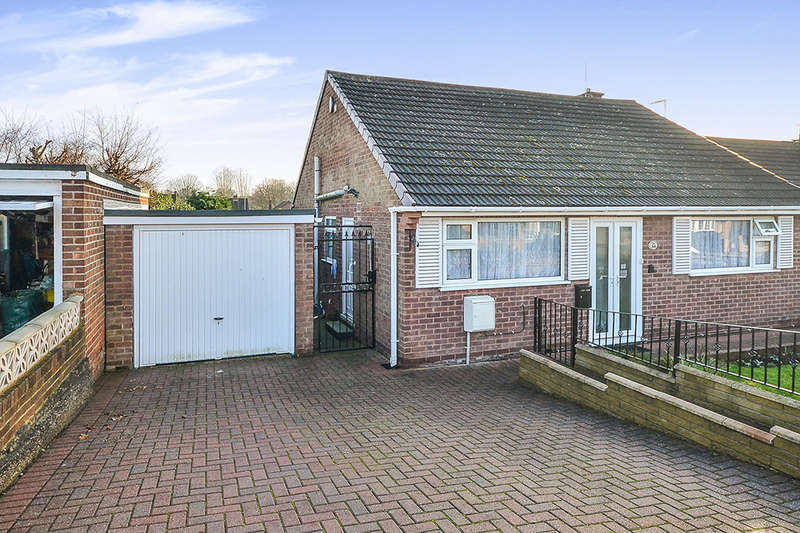 3 Bedrooms Detached Bungalow for sale in Lawrence Avenue, Eastwood, Nottingham, NG16