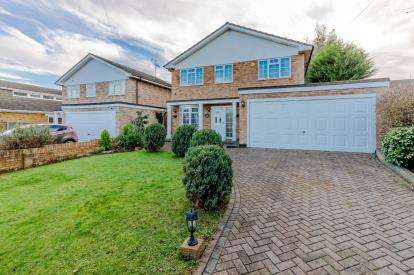 4 Bedrooms Detached House for sale in Rayleigh, Essex, United Kingdom