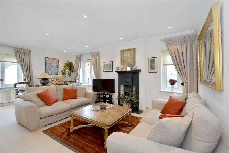 2 Bedrooms Flat for sale in Heath Drive, London, NW3