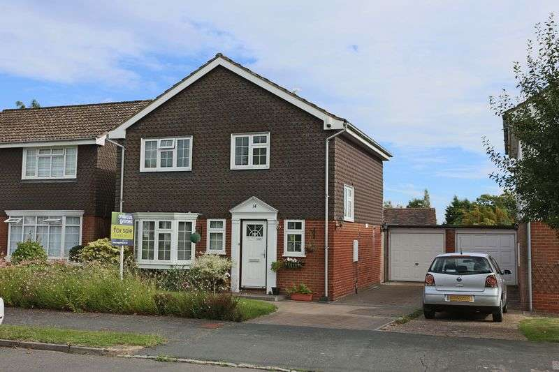 3 Bedrooms Detached House for sale in Woodhall Close, Cuckfield