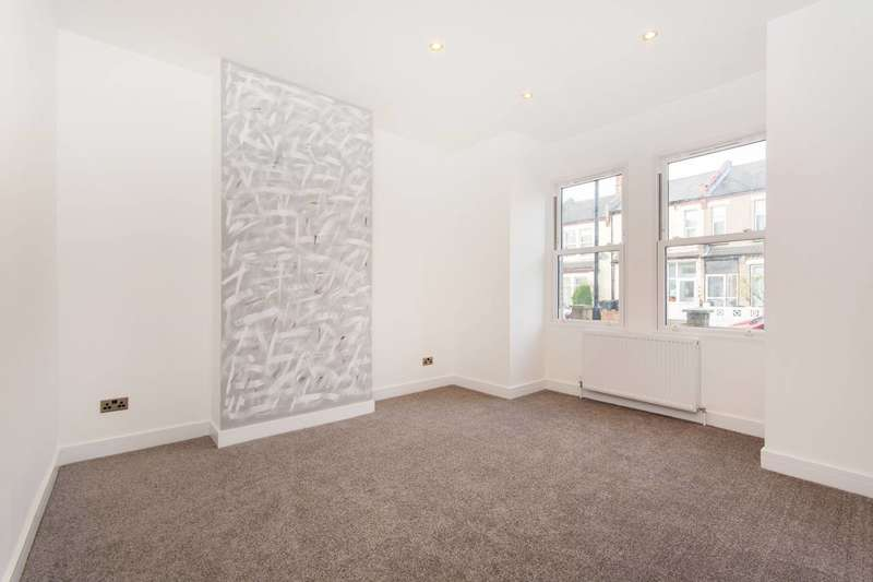 2 Bedrooms Flat for sale in Burlington Road, Thornton Heath, CR7