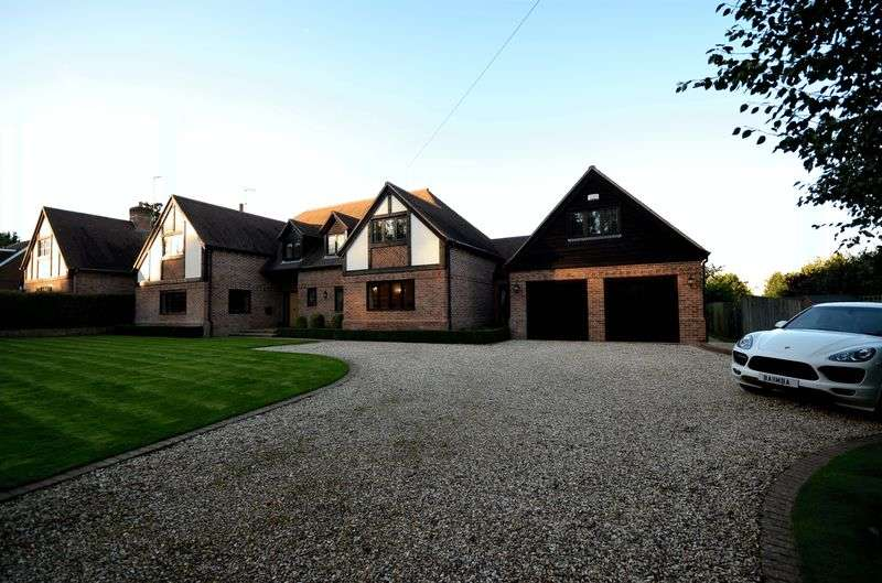 5 Bedrooms Detached House for rent in A five bedroom home situated in the prime village of Tidmarsh