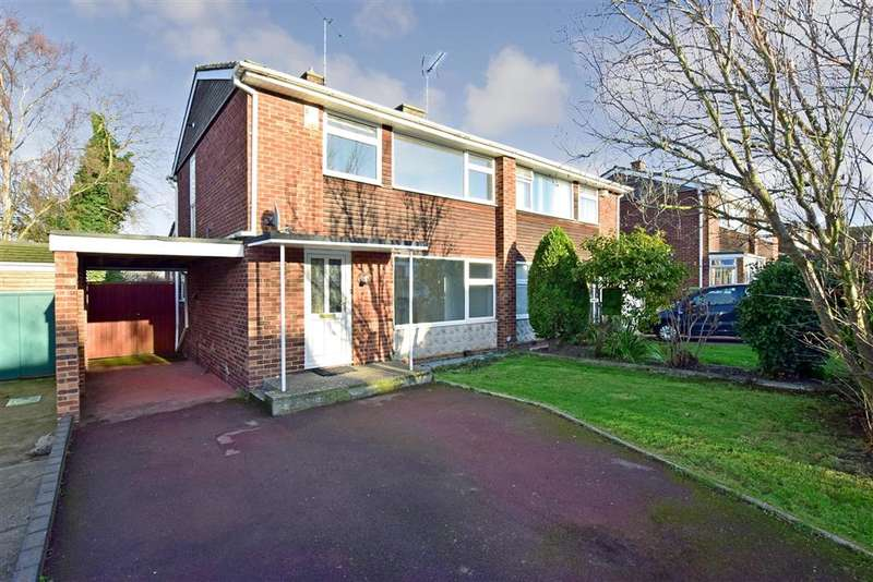 3 Bedrooms Semi Detached House for sale in The Poles, Upchurch, Sittingbourne, Kent