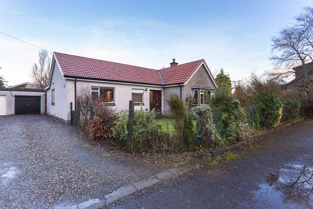 4 Bedrooms Bungalow for sale in Rossie Place, Forgandenny, Perth, Perthshire, PH2 9EJ