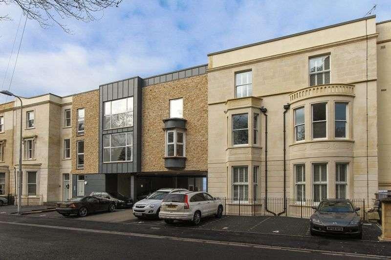 2 Bedrooms Flat for sale in Wellington Terrace, Clevedon