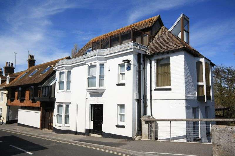 4 Bedrooms Detached House for sale in Town Centre