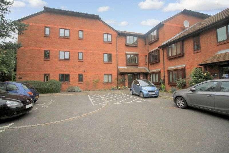 1 Bedroom Retirement Property for sale in Meadowcroft, Bushey, WD23 3BX