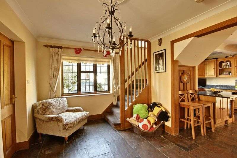 4 Bedrooms Detached House for sale in Palmerston Road, Buckhurst Hill