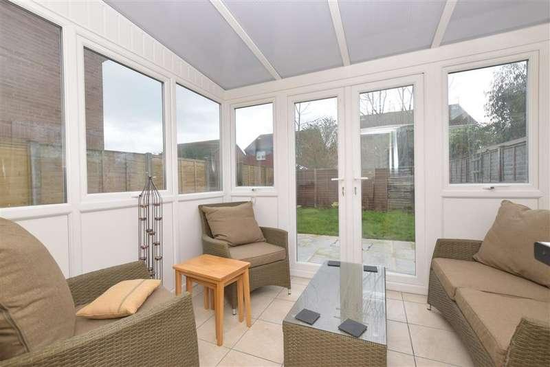 3 Bedrooms Semi Detached House for sale in Kilwich Close, Bognor Regis, West Sussex