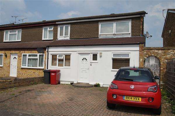 4 Bedrooms Semi Detached House for sale in Summerlea, Cippenham, Slough