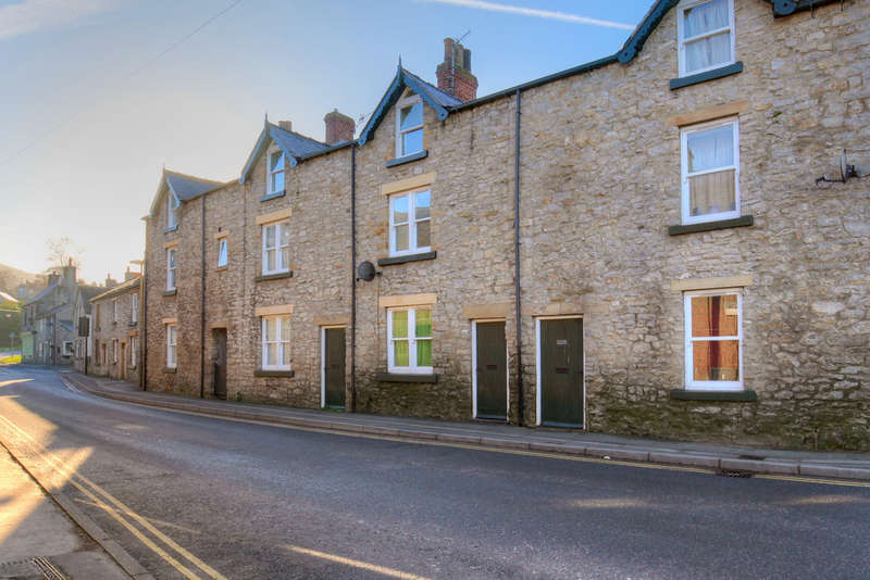 3 Bedrooms Terraced House for sale in Church Street, Bradwell, Hope Valley