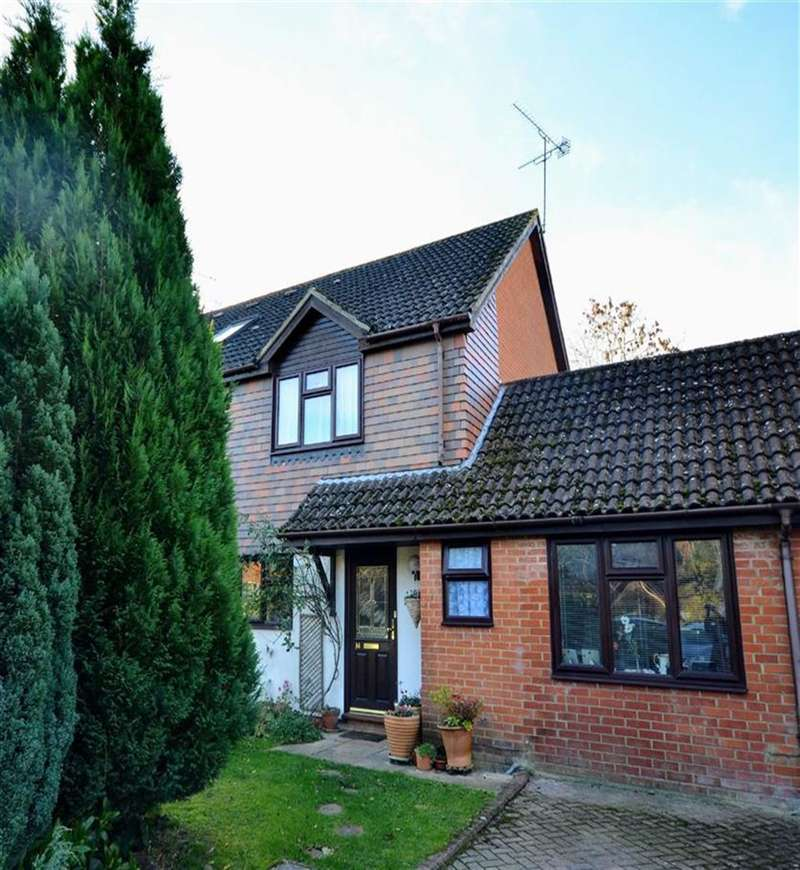 3 Bedrooms Property for sale in Broadlands Close, Bentley, Farnham