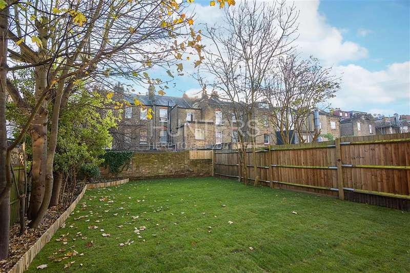 3 Bedrooms Flat for sale in Burton Road, London, NW6 7LL