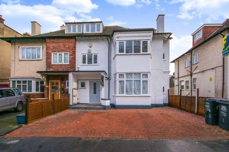 3 Bedrooms Flat for sale in Woodside Green, Croydon, SE25