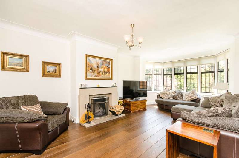 3 Bedrooms Flat for sale in Highlands Heath, Putney Heath, SW15