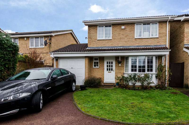 4 Bedrooms Detached House for sale in Lamorbey Close, Sidcup, DA15 8BA