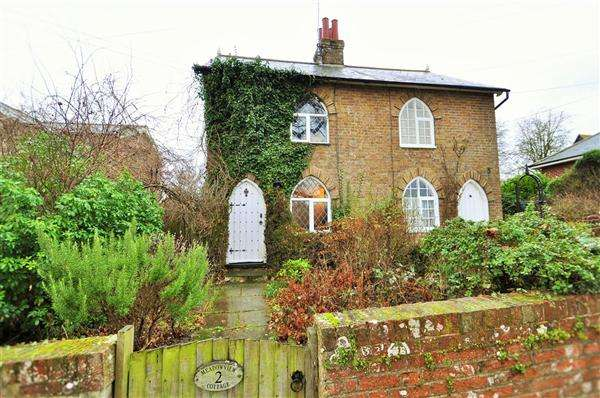 2 Bedrooms Cottage House for sale in Hunton Village, Nr Maidstone, ME15