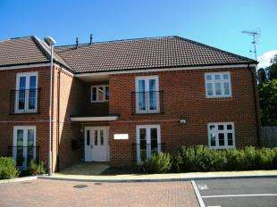 2 Bedrooms Flat for sale in Allton Lodge, 19 Barwell Crescent, Westerham