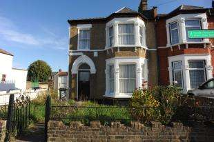 3 Bedrooms End Of Terrace House for sale in Birkhall Road, Catford, London