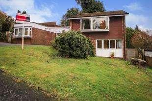 5 Bedrooms Detached House for sale in Dunedin Drive, Caterham, Surrey