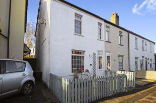 2 Bedrooms End Of Terrace House for sale in Spencer Road, Caterham, Surrey
