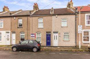 2 Bedrooms Terraced House for sale in Mill Road, Northfleet, Gravesend, Kent