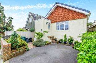 3 Bedrooms Bungalow for sale in Downsway, Woodingdean, Brighton, East Sussex