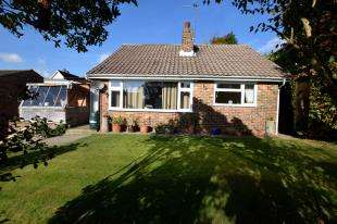2 Bedrooms Bungalow for sale in Mutton Hall Hill, Heathfield, East Sussex